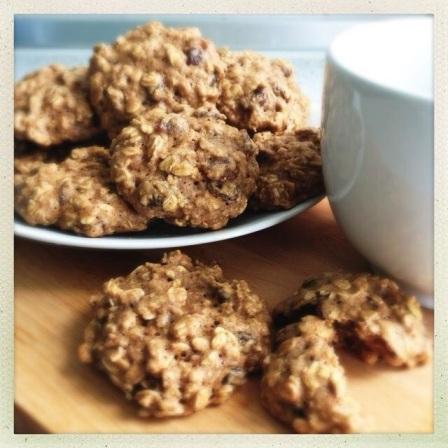 Chewy Oats & Raisins Cookies
